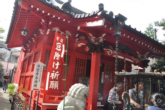 Genkaku-ji Temple: 団体の参拝者、アジア系外国人などかなりにぎわっていました