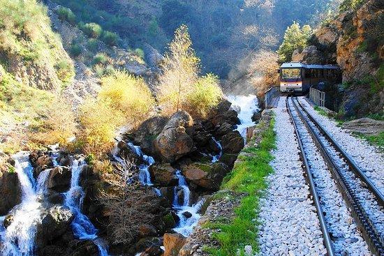 Explora la naturaleza y la historia en Kalavryta