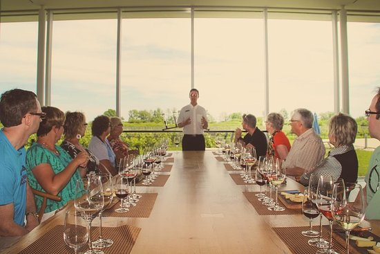 Фотография The Great Canadian Wine& Cheese Guided Tour of Niagara on the Lake.