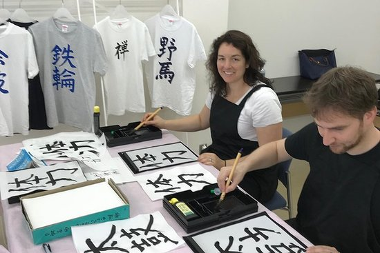 Calligraphy and Make your own Kanji T-shirt in Kyoto – fotografija