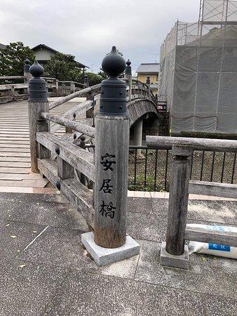 橋の欄干。