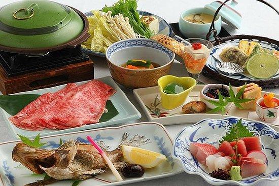 Esperienza giapponese Kaiseki con geisha in un ristorante storico a
