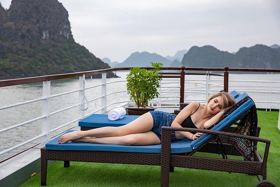 Luxury Day Tour into Ha Long Bay- Lan...