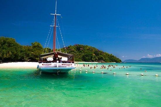 Barco chárter privado de día completo...