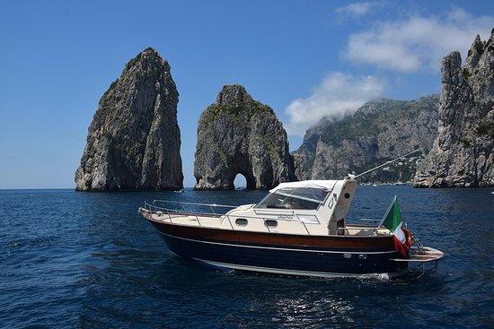 全日卡普里島海岸遊覽和乘船遊覽