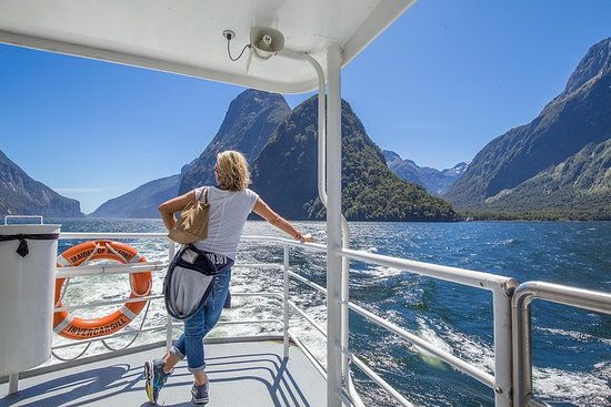 Milford Sound Day Tour and Cruise...