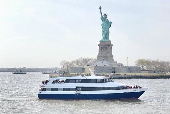 New York City Sky Line e Estátua da Liberdade Sightseeing Cruise Pier...