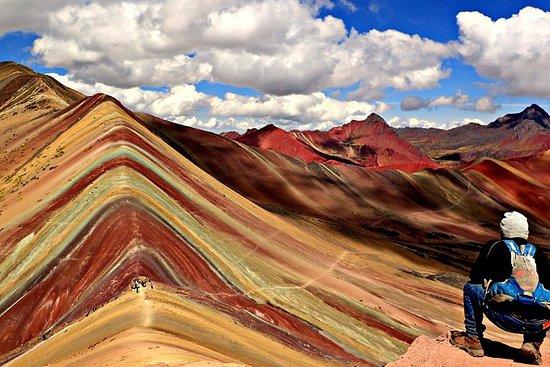 Montaña Arcoíris en un día desde Cusco