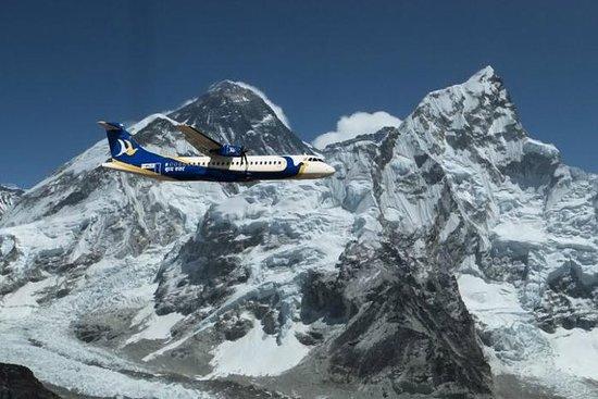 喜馬拉雅山上空飛行,包括加德滿都的珠穆朗瑪峰照片