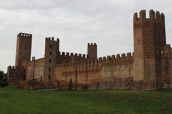 Middelalderlige slott, bymurer, renessanseparker, keramiske, sørlige...