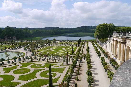 Private tour of Versailles with driver and guide Photo
