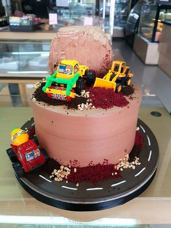 Birthday Cake Cirebon, Custom Cake Cirebon, Kue Ulang Tahun Cirebon, Cake Ulang Tahun Cirebon, Bolu Ulang Tahun Cirebon, Strawberry Delight Cirebon, Strawberry Cirebon.