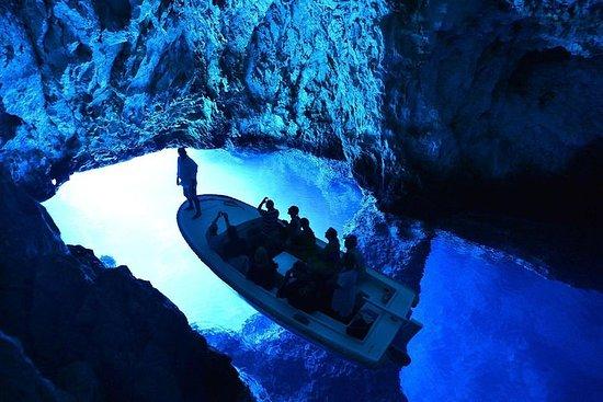 スプリトからの青の洞窟とフヴァル6島の終日スピードボートツアー
