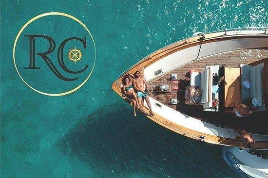 羅卡·科薩(Rocca corsa)機動遊艇在拉馬達萊納群島(La...