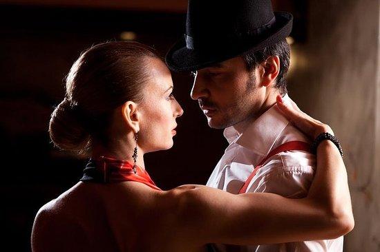 Cena y espectáculo en Piazzolla Tango...