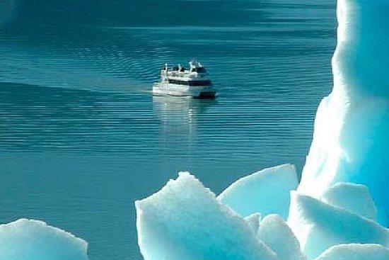 Recorrido en barco por el glaciar...