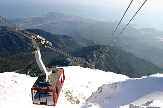 Montanhas de Tahtali do teleférico de...