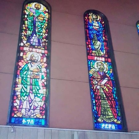 En dagstur til Debrelibanos kloster og den portugisiske bro: Glass Painting of the apostles By World Honorary Artist Loret Meter Afework Tekle