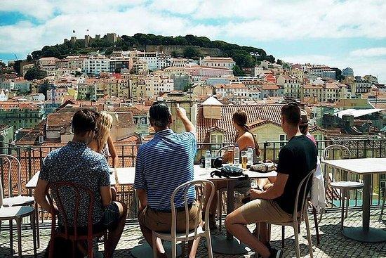 リスボンを味わおう:ワインとグルメを味わう少人数ウォーキングツアー