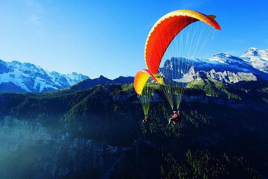 Tandem-Gleitschirmflug von Interlaken