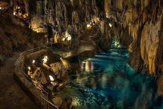 Excursión privada en tren por Corinto, la Cueva de los Lagos y...