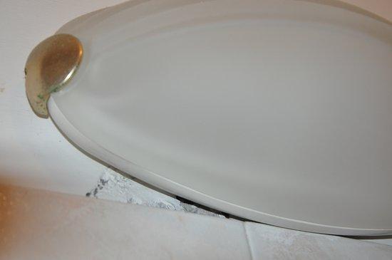 Jakość wykończenia pokoi i łazienki pozostawia wiele do życzenia!