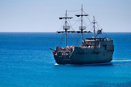 アヤナパのブラックパール海賊船