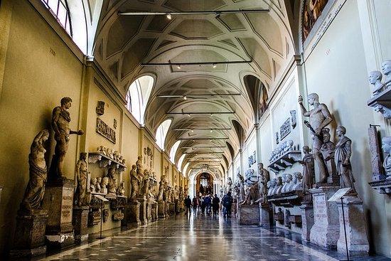 El Museo del Vaticano y la Capilla...