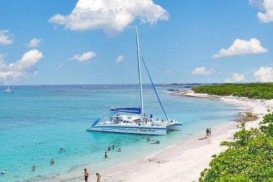 Día de navegación en catamarán a una...