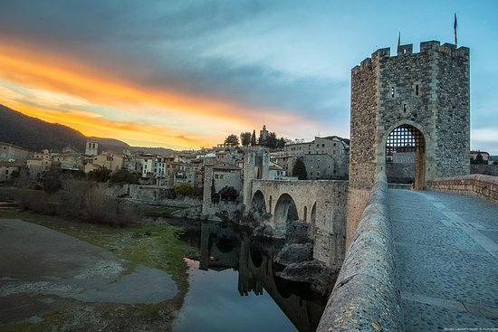 Private Besalú & 4 Medieval Towns Full-Day Tour with Hotel PickUp...
