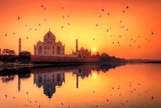 Le soldat Taj Mahal au lever du soleil...