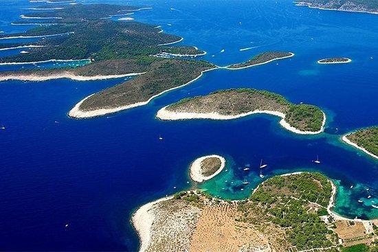フヴァル島とパクレニ島のスプリットからの日帰り旅行、スピードボートツアー