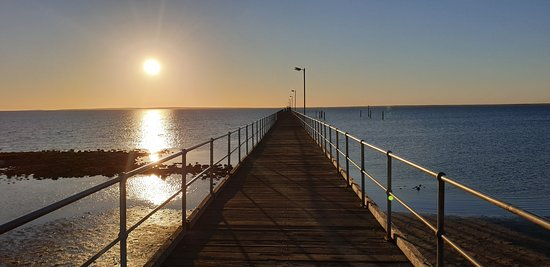 CEDUNA JETTY    towards the horizon in the golden hour