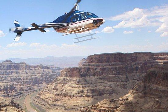 大峡谷西部牧场体验与直升机之旅和可选的骑马