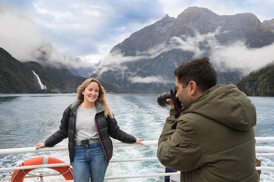 Milford Sound Tour and Cruise with...