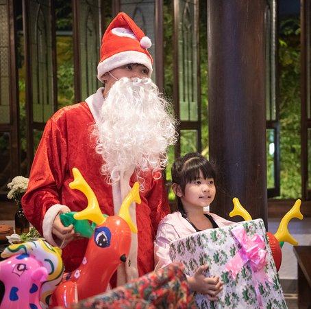 Merry Christmass!  #Sadec6 #68ĐặngVũHỷ ---------------- Sadec 6 - Cuisines from the heart of Mekong - Nhà hàng ẩm thực di sản vùng Mekong 68 Đặng Vũ Hỷ, Sơn Trà, Đà Nẵng (https://g.page/Sadec6?) Hotline: 094 149 68 66 https://sadec6restaurant.com Instagram: sadec6danang #MonNgonDaNang #Sadec6 #MekongFood #VietnameseFood #Danang