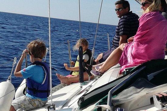 希臘海岸浮潛和帆船一日遊與午餐