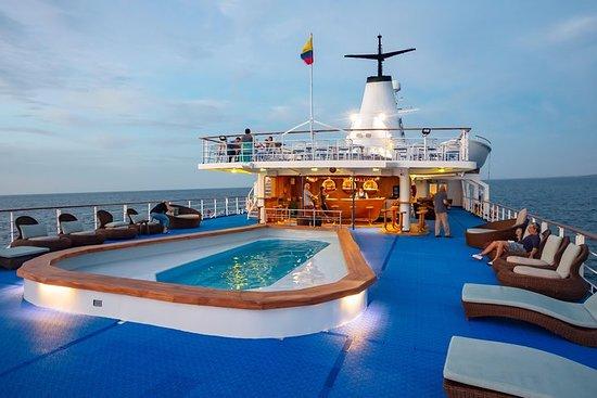 Bateau d'expédition de luxe dans la croisière des Galapagos, 5 jours...