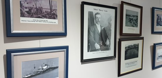 Ceduna Foreshore Hotel Motel    local historical photos on display
