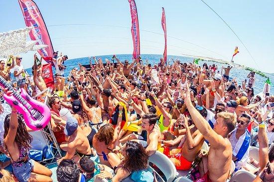 Festa de barco Oceanbeat com tudo...