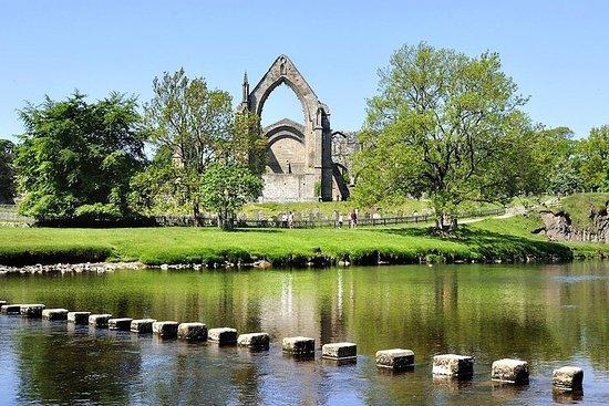 プライベートツアー-リーズからのハワース、ボルトン修道院、ヨークシャーデール…