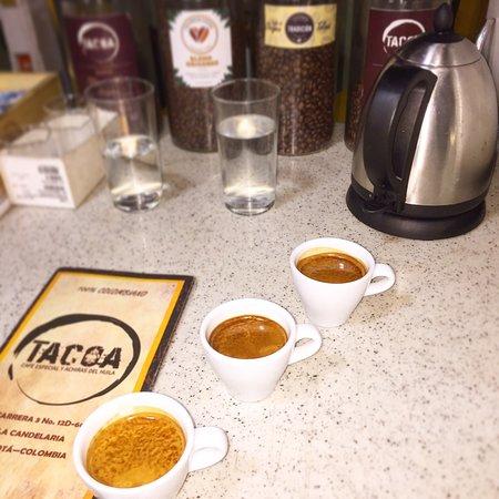 Si quieres sentir un café 💯% 🇨🇴, ven a nuestra tienda y prueba lo nuestro Espresso doble, de un café especial sembrado en las hermosas tierras de Pitalito, Huila🌦🌳☕️ RECUERDA: Carrera 3 # 12d-60  En la Candelaria Bogotá  L-V: 8:00 AM a 8 PM S: 11 AM a 7 PM D:  1 PM a 7 PM . . . . . #tacoacafe 🇨🇴 #espresso #specialtycoffee #tiendadecafé #cafeespecialidad #v60 #chemex #sifonjapones #prensafrancesa☕️ #lacandelaria #colombia #turismoenbogotá #lacandelariabogota #caféespecial #coffeeshops