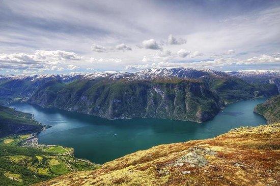 Excursão autoguiada de ida e volta pela Noruega partindo e retornando...