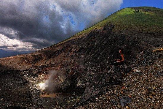 Privat Sulawesi Trekking Mount Mahawu & Lokon fra Manado