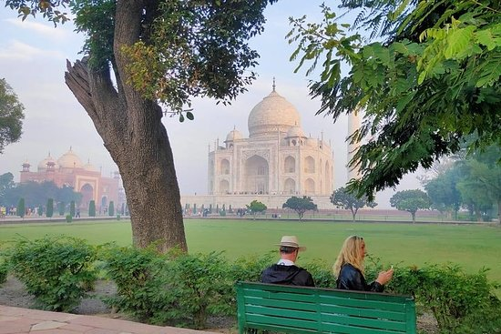Tour du Taj Mahal au lever du soleil
