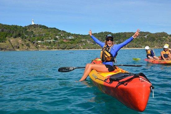 Excursão de caiaque no mar de Byron...