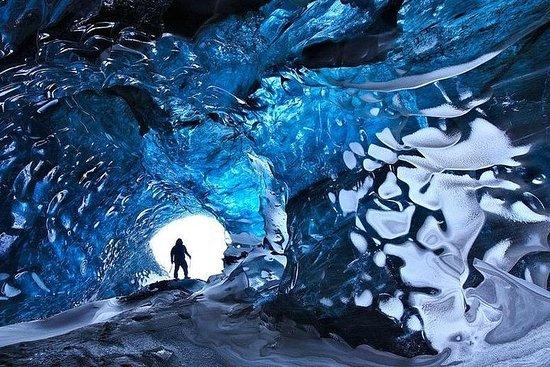 两天宏伟的南海岸与冰洞和北极光