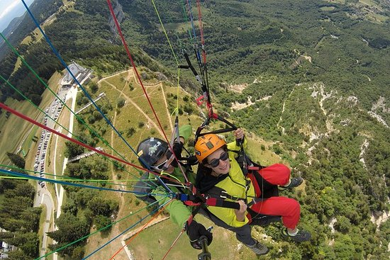 Panoramic flight in Paragliding (25min)