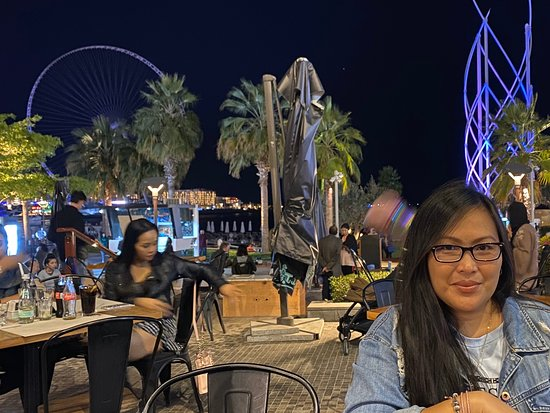 ...scenic dining spot in JBR!  at the back is the Eye of Dubai and Flying Cup! Awesome!
