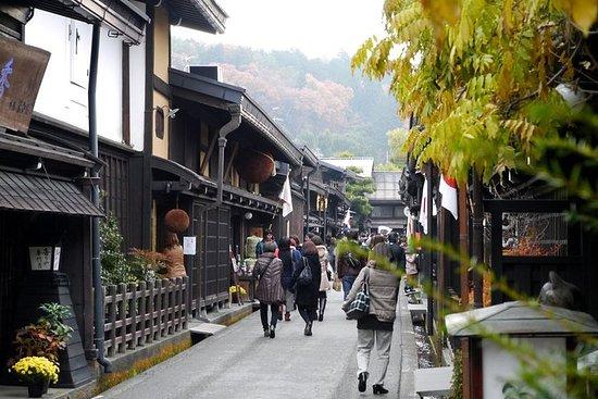大阪京都から白川郷、飛騨高山、兼六園への複数日のツアー